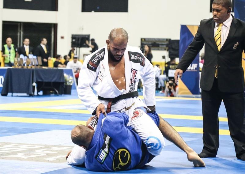 Super-heavyweight Erberth Santos scored 9-0 on Bernardo Faria