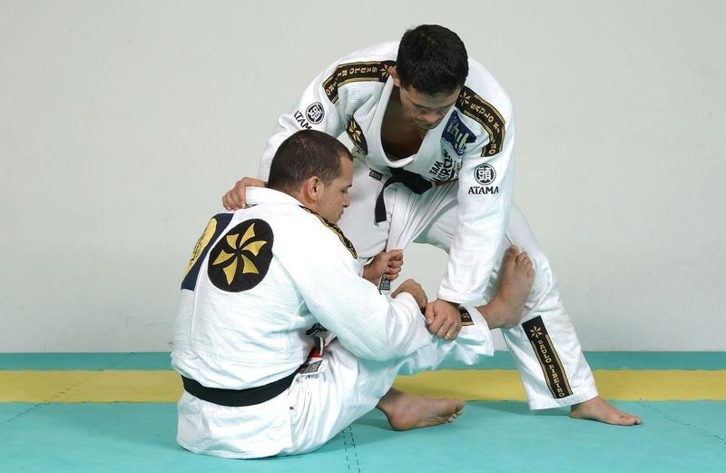 #BJJworldmaster2016: Xande Ribeiro teaches a sweep and invites to a seminar