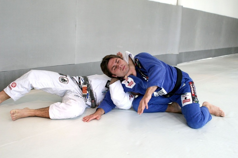 Brazilian Jiu-Jitsu technique: Celsinho Venícius teaches a loop choke to defend against the double-leg