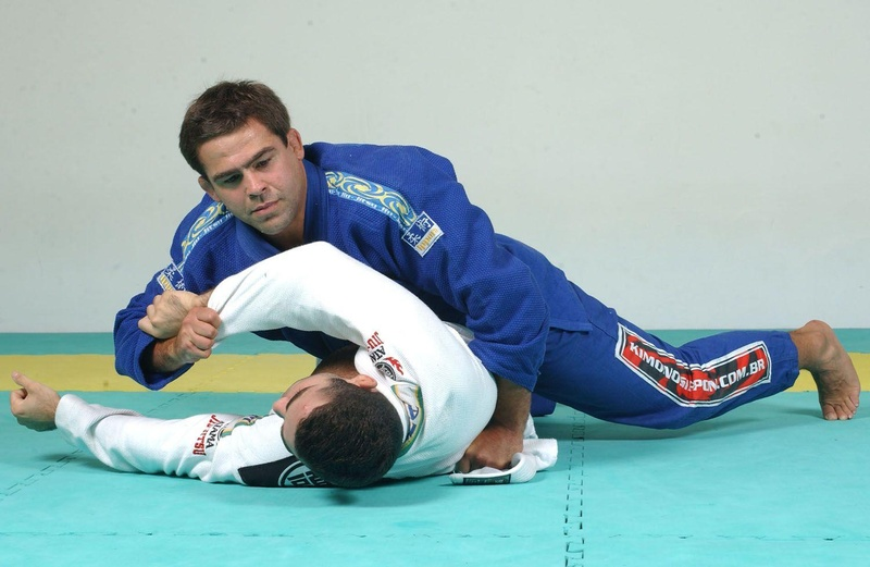 The two time world champion Amaury Bitetti teaches an amazing arm-lock