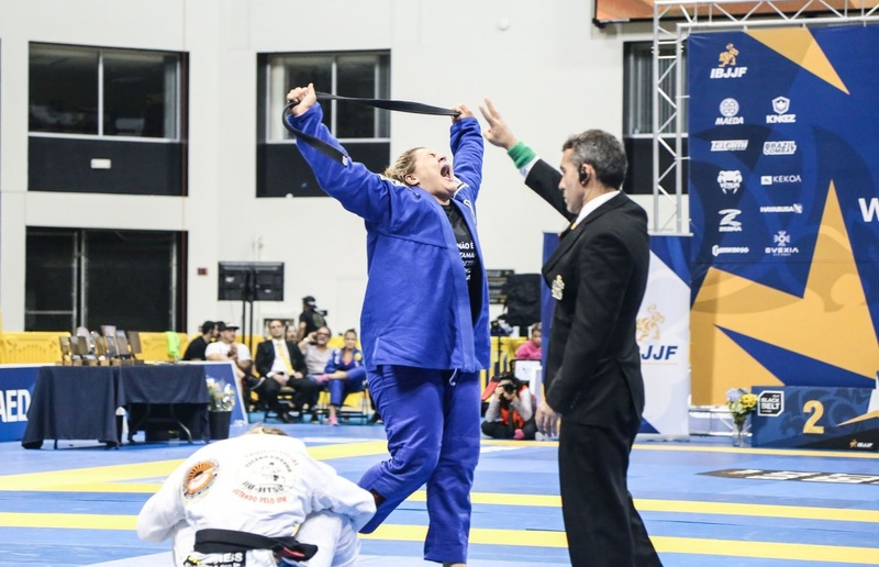 The other half of Tayane Porfírio's double gold came through an americana applied on Nathiely de Jesus