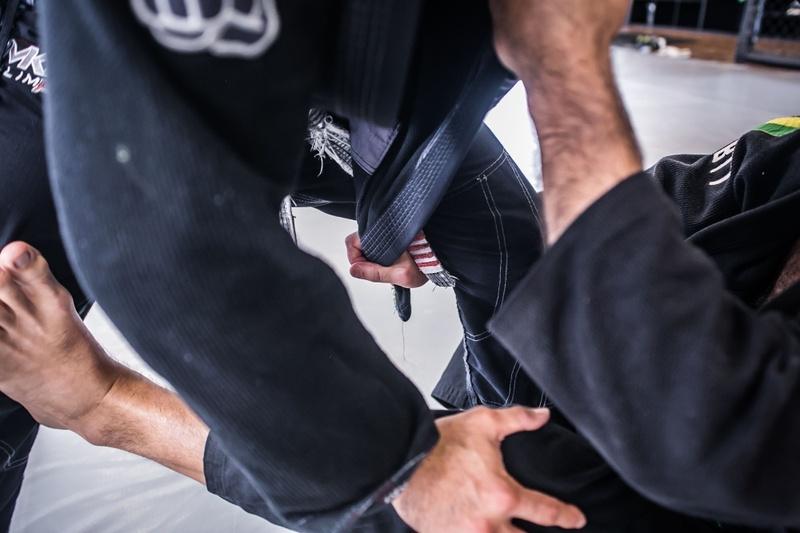 Brazilian Jiu-Jitsu technique: Murilo Bustamante teaches a lapel sweep with De la Riva hook