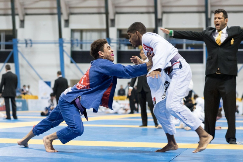 2016 BJJ Worlds: Cobrinha's son conquers the light-feather weight purple belt title