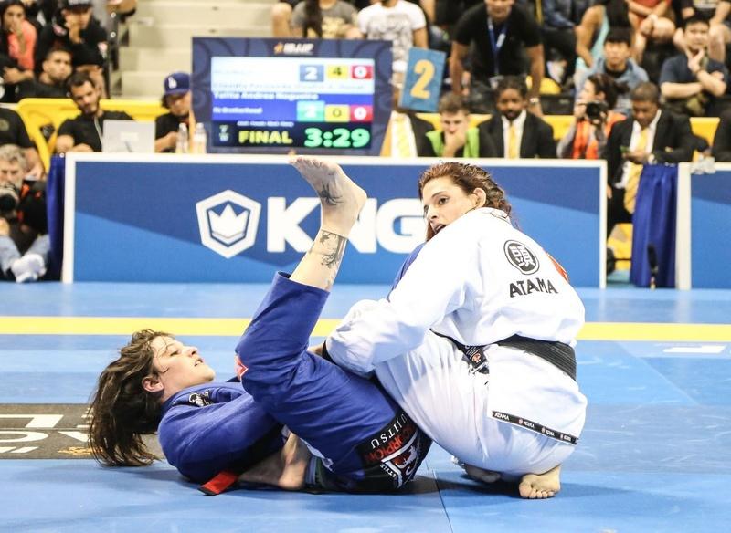 Cláudia Doval beat Talita Treta at heavy