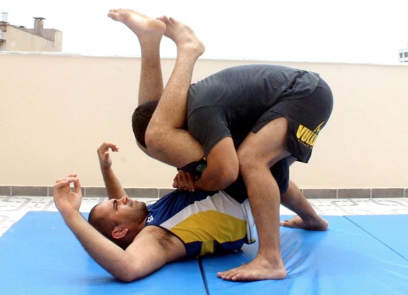 Brazilian Jiu-Jitsu technique: Paulão Filho teaches a stacking guard pass