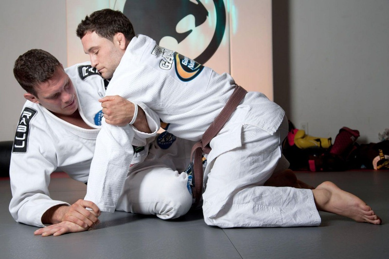 Ricardo Cachorrão and Frankie Edgar teaches a recovery guard