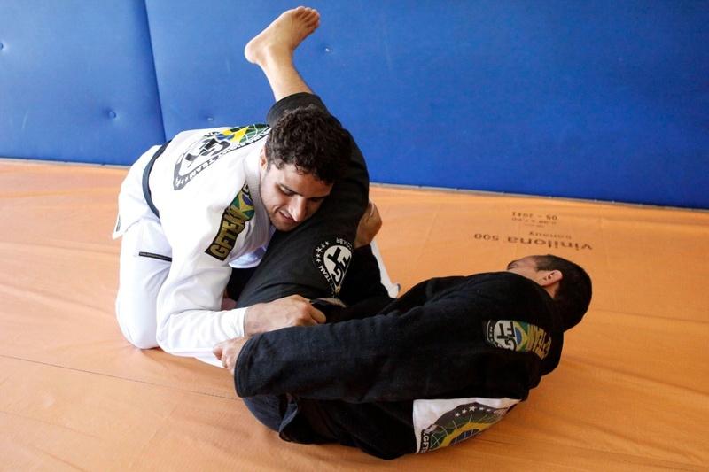 Aprenda uma técnica de reposição de guarda com o líder da GFTeam Julio Cesar Pereira