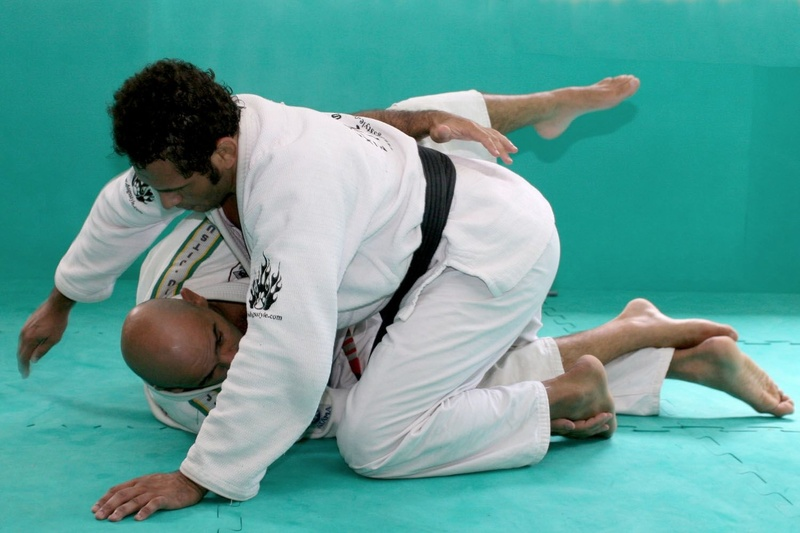 Brazilian Jiu-Jitsu lesson: Roberto Gordo teaches a sweep from half-guard