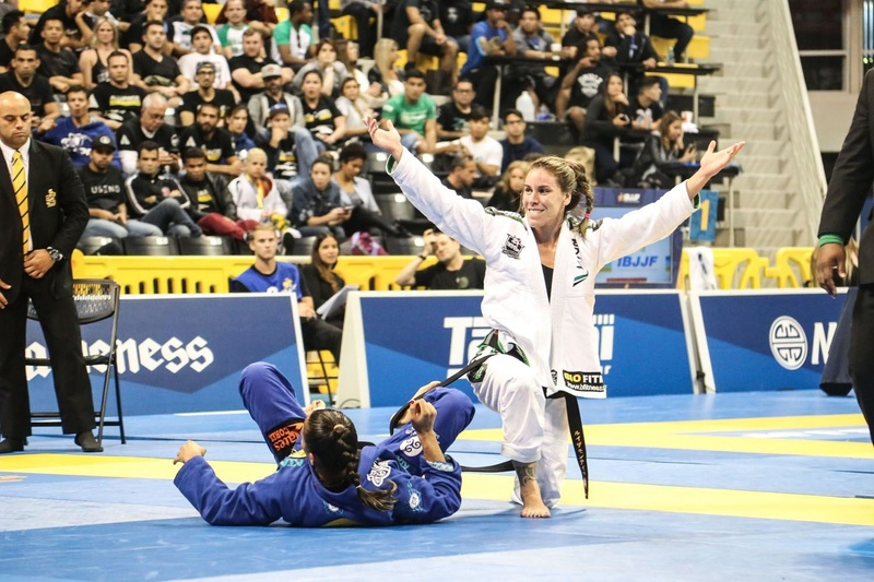 Luiza Monteiro beat Beatriz Mesquita at lightweight