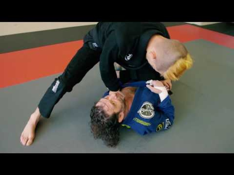 BJJ World Master 2016: Kurt Osiander teaches how to escape from knee on belly