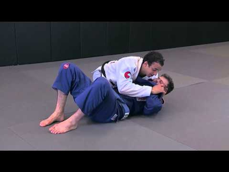 BJJ: Learn from Romulo Barral how to do the neck punch choke
