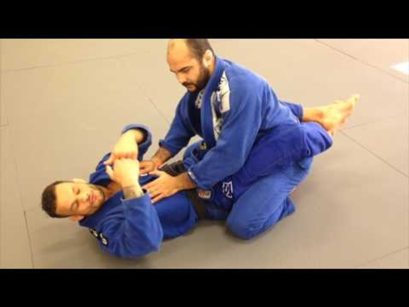 A trick for a firm grip and controlling an opponent's sleeve in BJJ