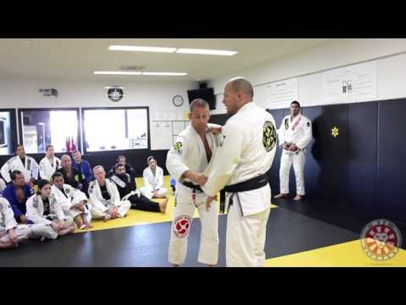 BJJ: Xande Ribeiro teaches how to break your opponent's grip with one hand