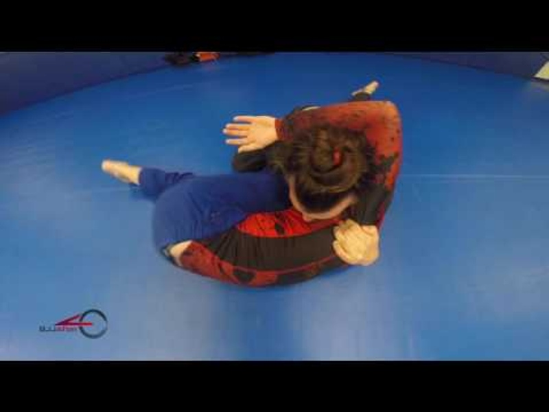 BJJ: Learn this arm triangle with your foe's leg trap and surprise at the gym