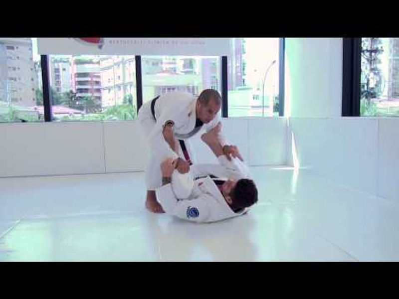 Brazilian Jiu-Jitsu lesson: Leozinho Vieira teaches how to defend from spider guard and get the side control