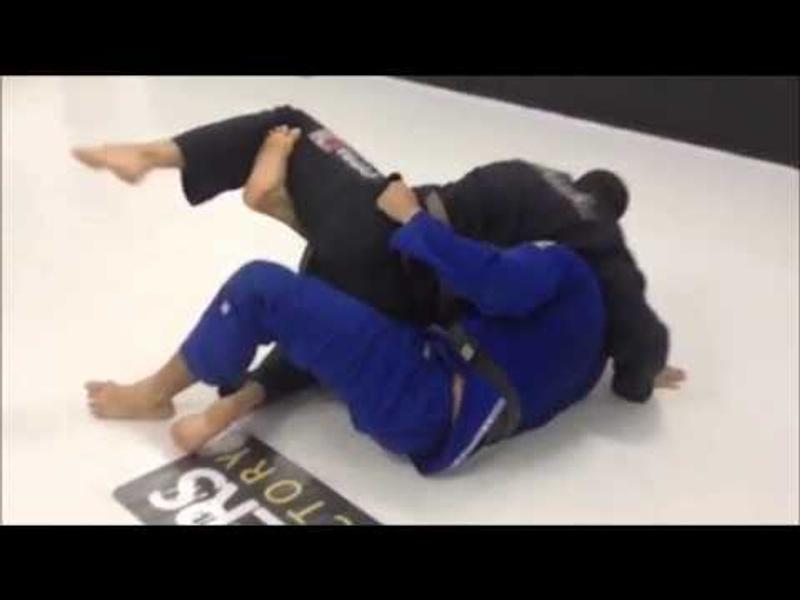 Finte a raspagem de meia-guarda e pegue as costas no Jiu-Jitsu