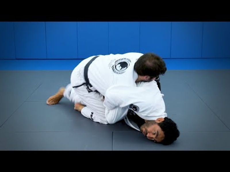 Half-guard: a double attack starting from the kimura