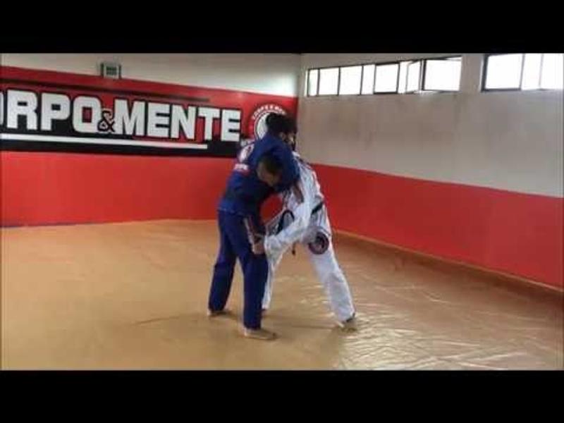 Faixa-preta de Jiu-Jitsu ensina como defender a guilhotina e contra-atacar com um arm-lock