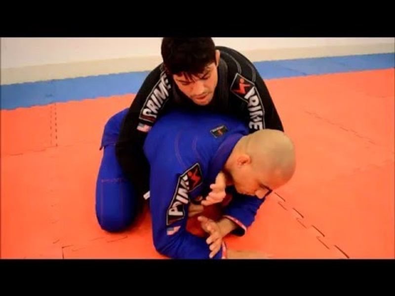 BJJ technique: Viscardi Andrade teaches an inverted triangle starting from the all-fours position