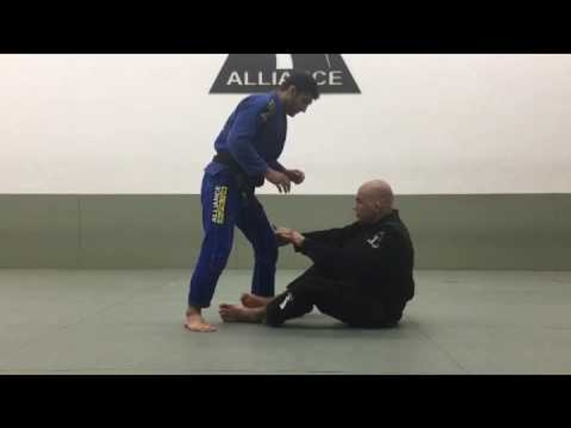 BJJ lesson: Fabio Gurgel teaches a back-take from the X-guard
