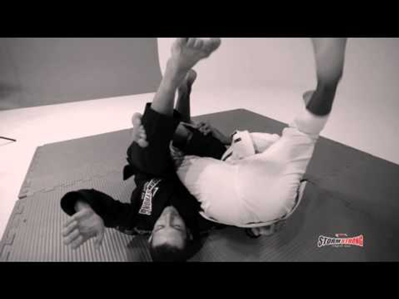 Brazilian Jiu-Jitsu: Erberth Santos ensina um giro para as costas partindo da meia guarda