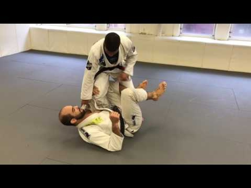 BJJ: Escape the X-guard and achieve side control, with Isaque Bahiense