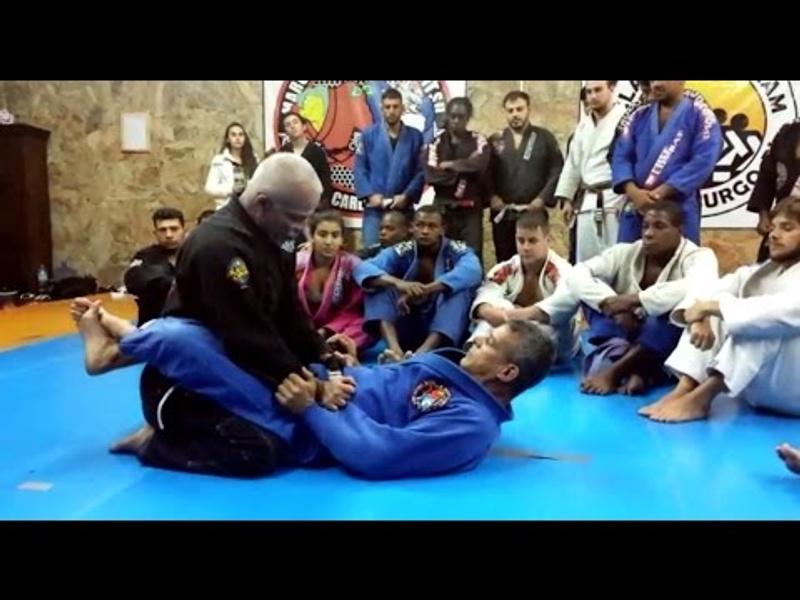 Faixa-preta de Jiu-Jitsu de Carlson Gracie ensina como passar a guarda fechada