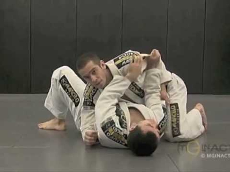Brazilian Jiu-Jitsu: side control escape