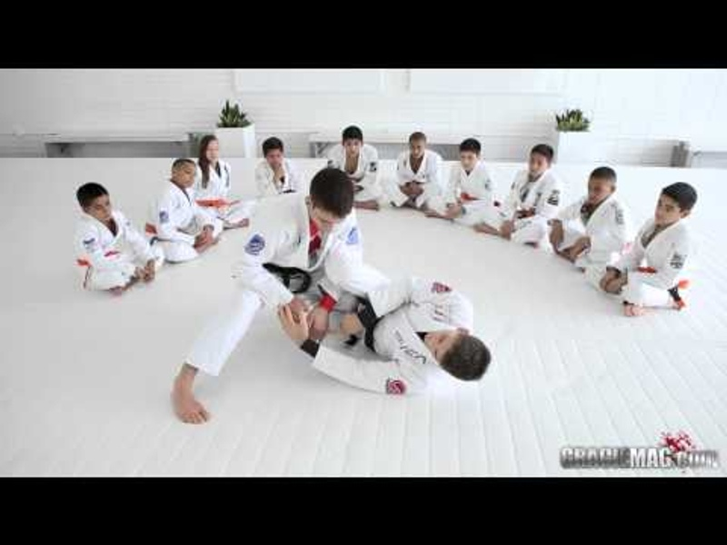 Brazilian Jiu-Jitsu lesson: Learn with Rafael Mendes a drill to defend the pass and lock the triangle