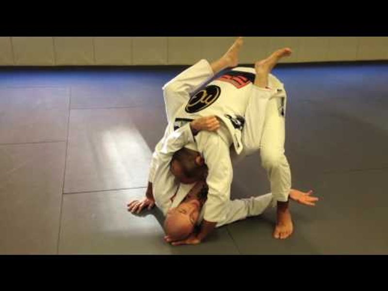 BJJ: How to break a foe's posture on the closed guard and sink an armbar