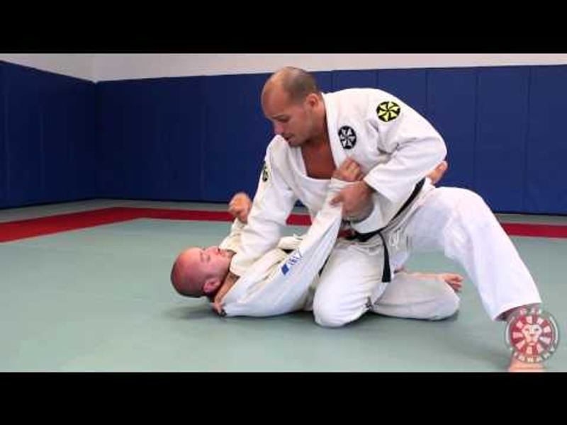 BJJ: Xande Ribeiro teaches how to pass the guard with the power knee slice using the palm-down grip