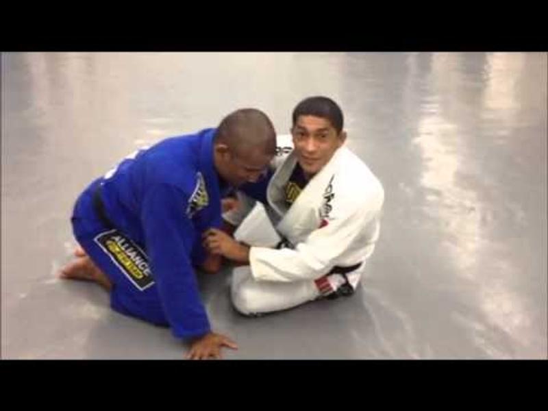 Brazilian Jiu-Jitsu: Aprenda uma raspagem e uma finalização com Serginho Moraes e Fernando Vieira