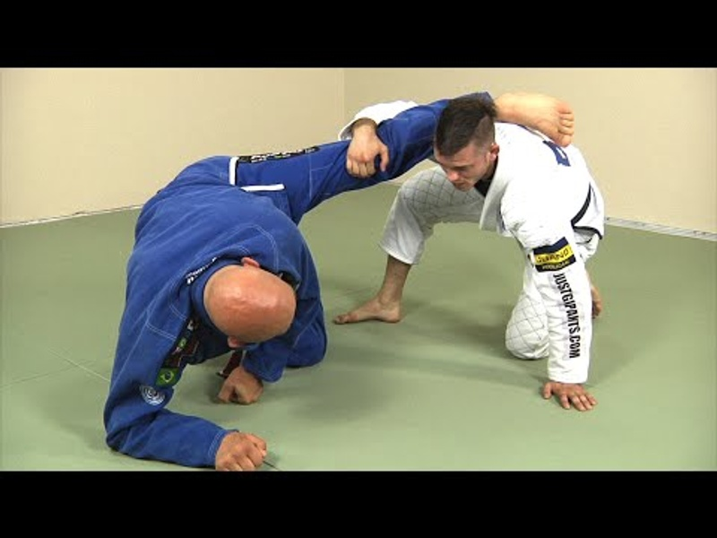 A pointer for sweeping from the de la Riva if your foe breaks the sleeve grip