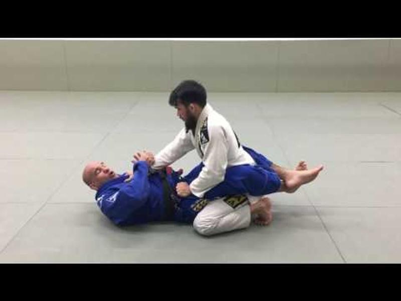 BJJ: Fabio Gurgel teaches an armbar starting from the closed guard