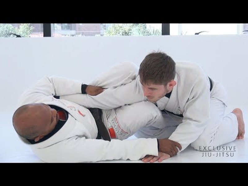 BJJ: Surprise opponents with a double attack from half-guard