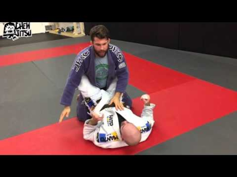 2 common mistakes when opening the closed guard in BJJ