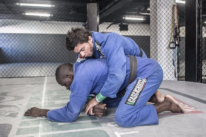 Miltinho Vieira  teaches us a variation on the inverted triangle starting from an attack from the back