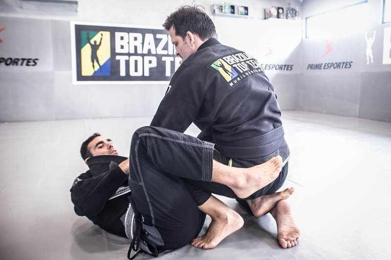 Brazilian Jiu-Jitsu technique: Murilo Bustamante teaches a lapel sweep with De la Riva hook