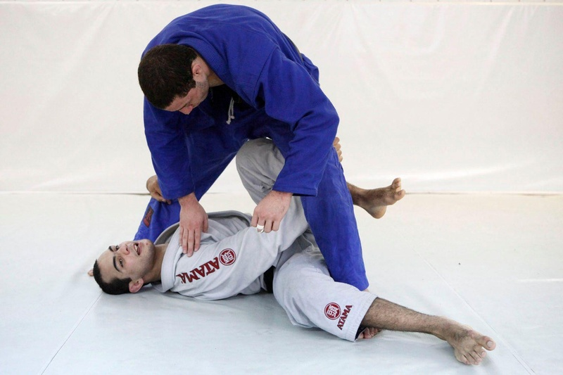 Bernardo Faria teaches a half guard sweep with a lapel control