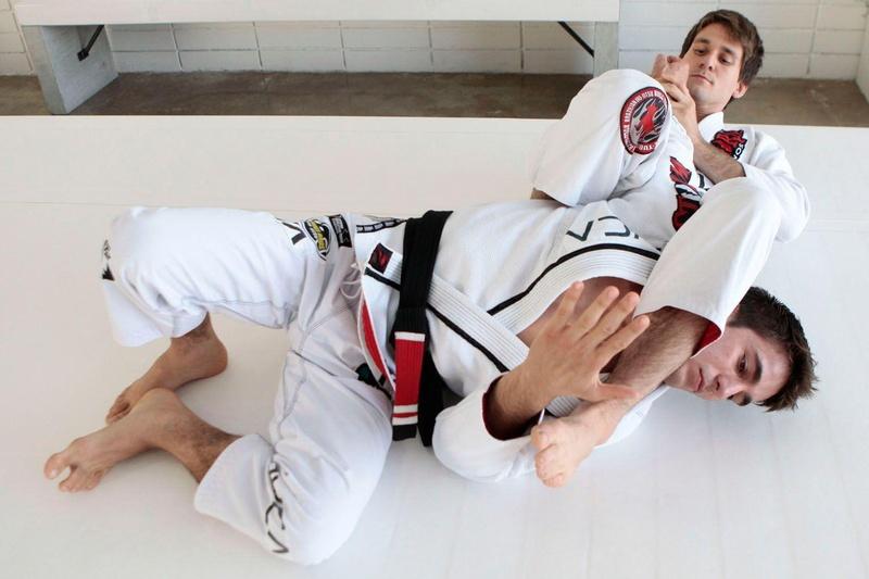 Aprenda um eficiente arm-lock com Rafael Mendes