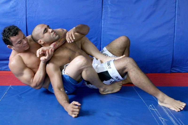 Gleison Tibau ensina como usar o arm-drag para pegar as costas e finalizar no mata-leão