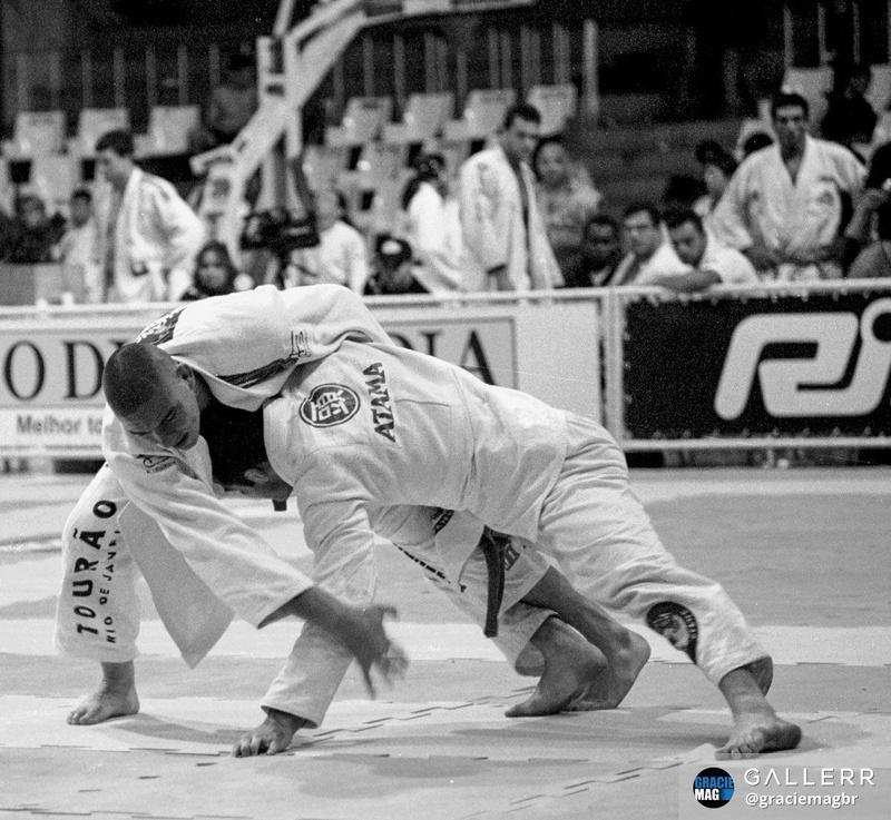 Rodrigo Comprido e Murilo Rupp disputam o absoluto da faixa-marrom no Mundial de 1998.