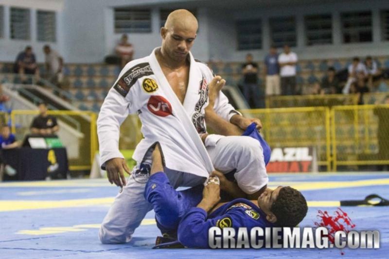 Brazilian Jiu-Jitsu: Erberth Santos mostra como pegar as costas a partir da 50/50 no Jiu-Jitsu