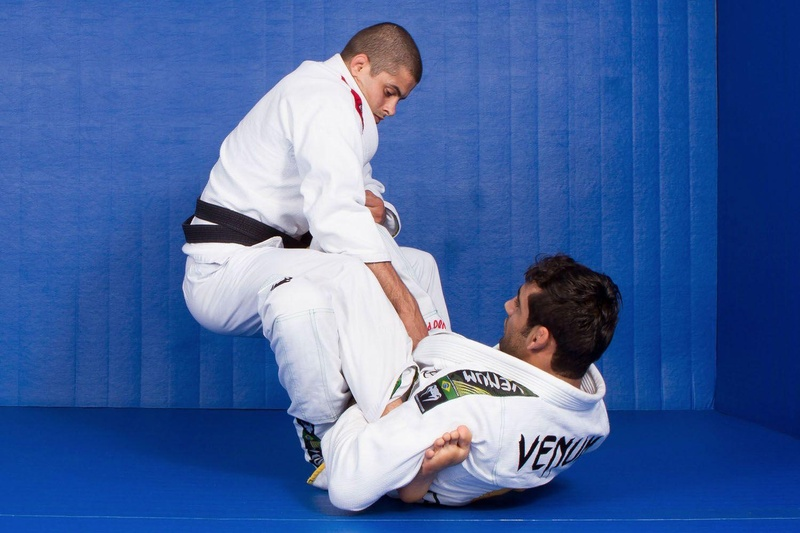 BJJ techniques: Leandro Lo teaches us how to do guard, sweep and pass the guard