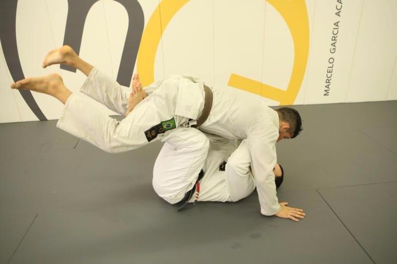 Marcelo Garcia e o ataque surpresa no braço