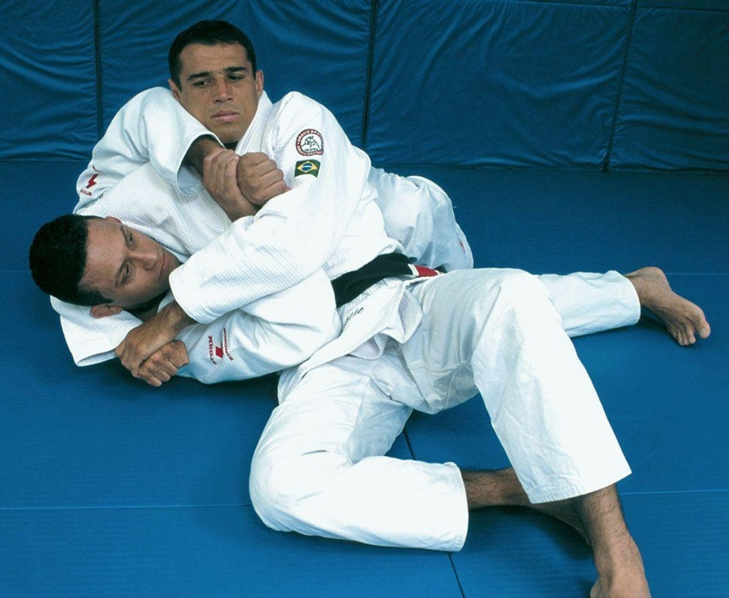 Brazilian Jiu-Jitsu self defense: headlock escape