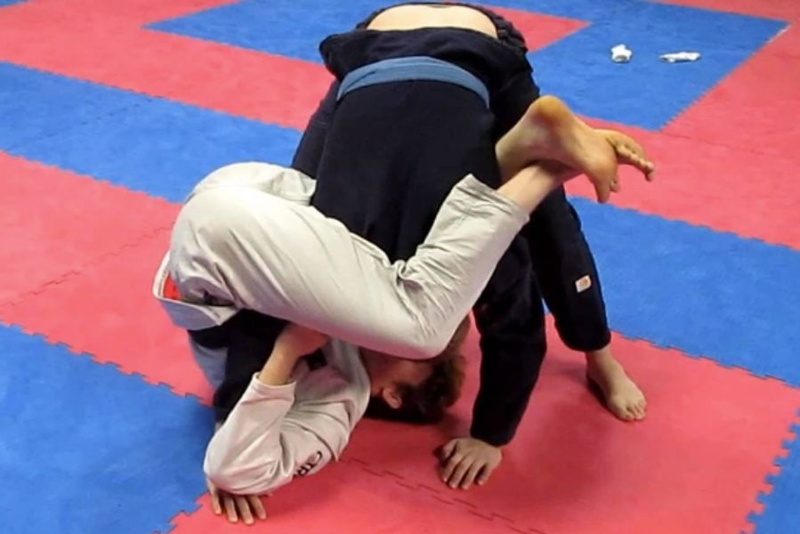 Brazilian Jiu-Jitsu lesson: Tanner Rice teaches an armbar from the DLR