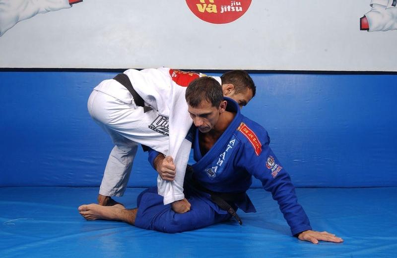 Mestre Ricardo De la Riva ensina mais uma raspagem de sua poderosa guarda