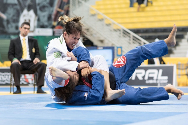 BJJ Worlds 2016: Check the full Sequence Sweep of Amelia Lui over Jocelyn Stidham at the blue belt absolute final
