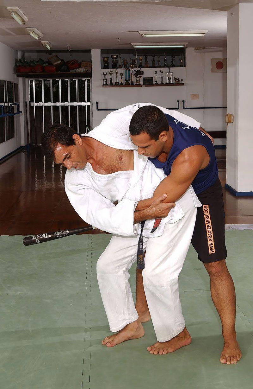 Aprenda defesa pessoal com Sylvio Behring